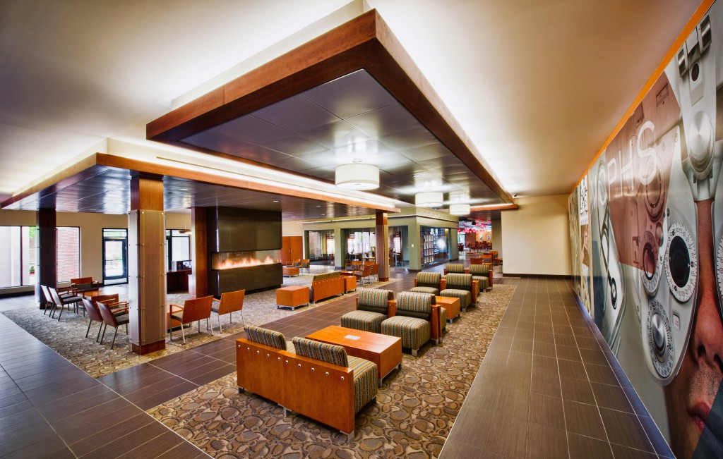 10 Lincoln - Lobby